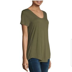 a.n.a. Scoopneck Tshirt in Olive Green